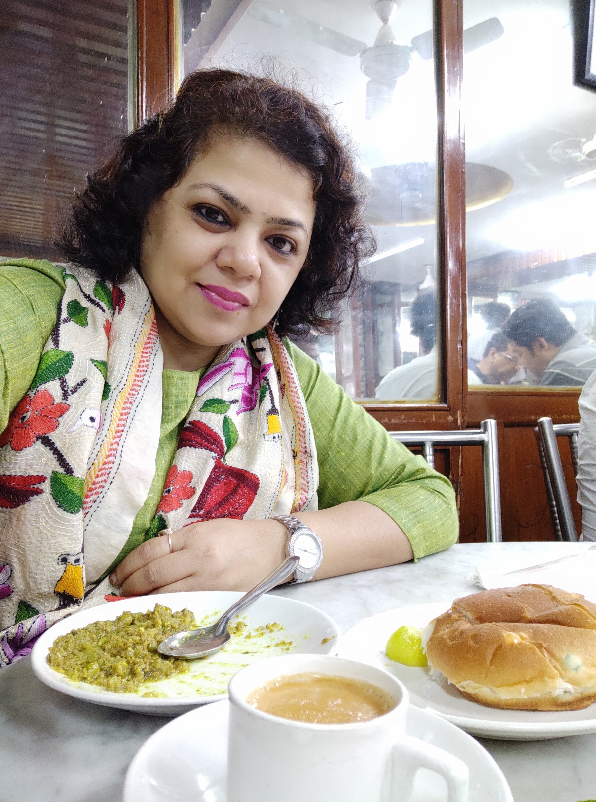 Chai by the sea…The story of the Irani tea houses in Bombay